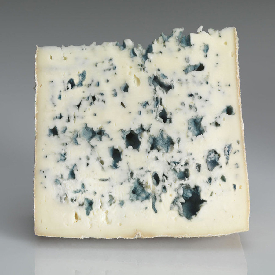 Valdeon blue cheese wedge 100 g.